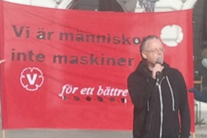 Tal på Stora torget under Vänsterpartiets arbetslivskampanj.