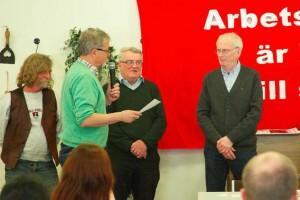 Håkan Hansson, Robin Dahl och Krister Forsman uppmärksammas för sina 40 år i partiet. Jacob Johnson förärar partiets speciella veterannål.
