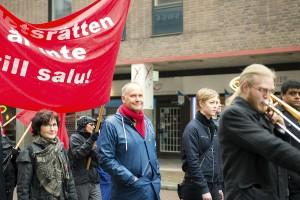 Runt 1 200 personer demonstrerade för trygga jobb tillsammans med Vänsterpartiet och Jonas Sjöstedt på första maj. Foto: Hanna Mörck
