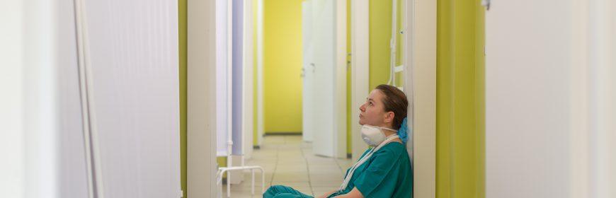 Trött sköterska